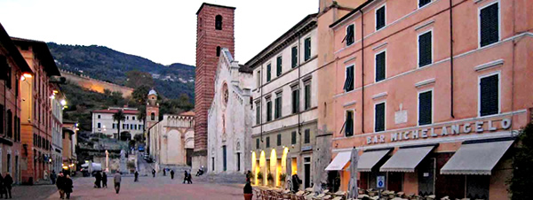 Pietrasanta Piazza Duomo